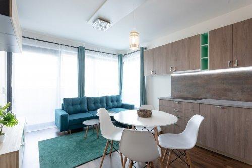 Obývačka s kuchyňou na mieru - Tehelné pole - Tyrkys